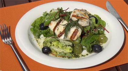 Grilled Halloumi cheese with wine grapes and lettuce
